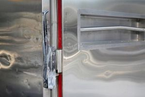 Fjerne klistremerker fra glass