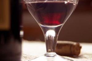 For-Sure Metode for å få rødvin flekker ut av en hvit sofa