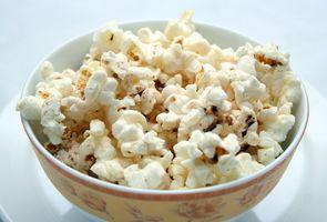 Slik fjerner Burnt Popcorn Smell fra et hjem