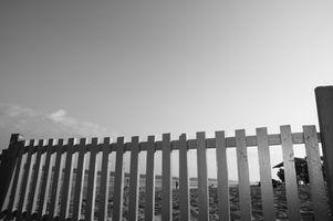 Slik installerer Prefab Fence Panels