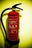 Hvordan å gjøre en vedlikeholdssjekk på brannslukkere