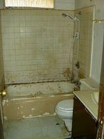 Slik fjerner gamle mold flekker fra et bad