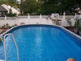 Hvordan å kle seg på plass rundt Aboveground Pool for sommeren