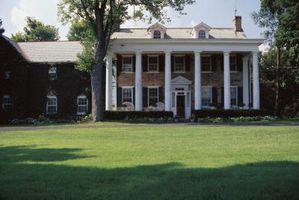 Landskaps for en symmetrisk Front Porch Inngang