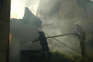 Hvordan brannhemme en Wood Shingle Roof