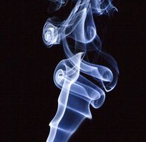 Fjerne røyk fra klær