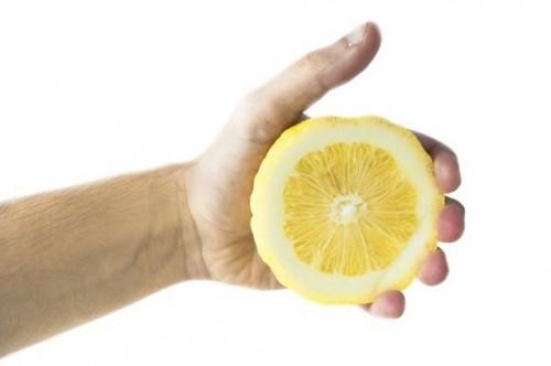 Slik fjerner du flekker med sitronsaft