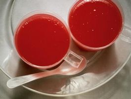 Slik fjerner Red Food Dye Flekker