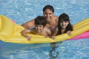 Hvordan Clean & Dekk en Pool for Safety In Winter